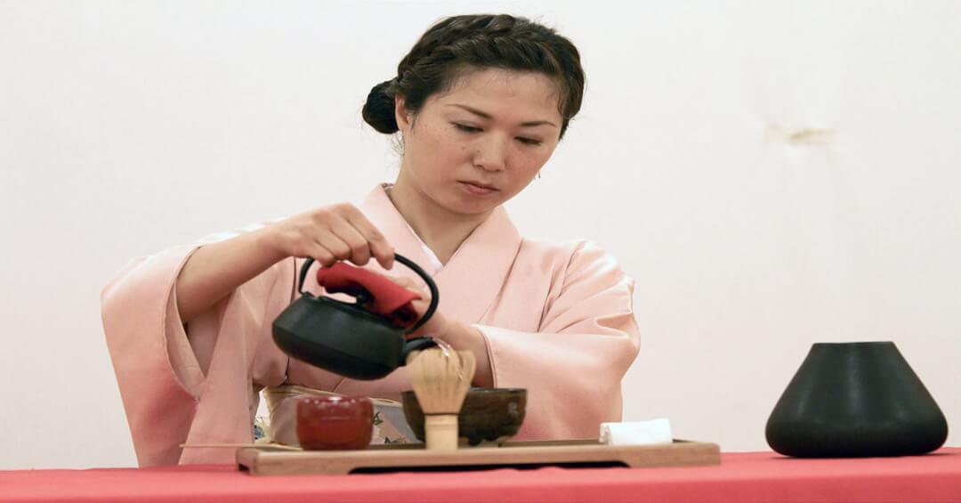 Người Hàn Quốc dùng trà mật ong chữa bệnh viêm họng như thế nào?