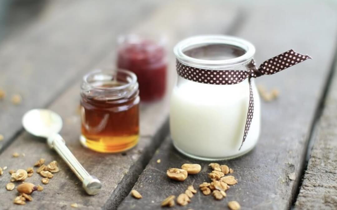 Sữa tỏi kết hợp với mật ong có tính kháng khuẩn, chống viêm sẽ tăng hiệu quả chữa bệnh