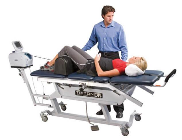 Máy trị liệu kéo giãn cột sống DTS giúp cải thiện đau thần kinh tọa, thoái hóa cột sống