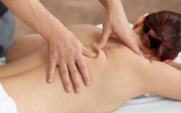 Bấm huyệt giúp kích thích lưu thông máu và cải thiện tình trạng đau thần kinh tọa