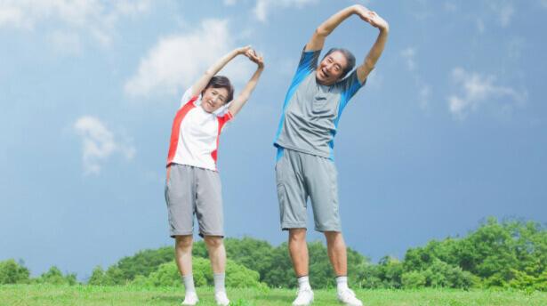 Các bài tập kéo giãn cột sống giúp cải thiện chứng đau thần kinh tọa ở người già