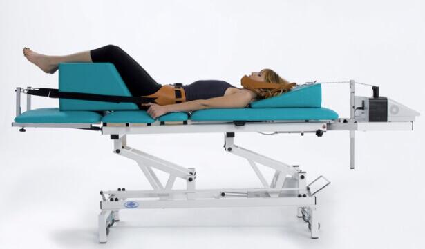 Sử dụng máy kéo giãn cột sống để điều trị đau thần kinh tọa thể huyết ứ